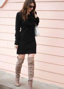 Treads to a short sheath dress