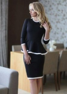 Dress with basky and three-quarter sleeves