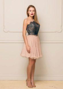 Kort klänning med korsett