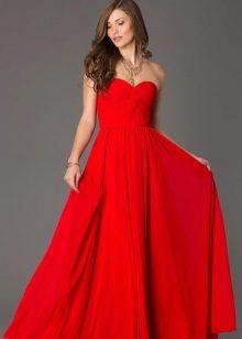 Vacker lång röd klänning med korsett