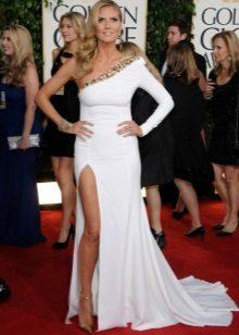 Hosszú fehér ruha egy hosszú ujjú