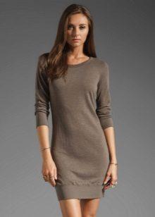 Gebreide grijze jurk met driekwart raglan mouw