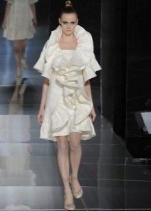 Valkoinen mekko, jossa frills
