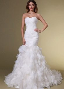 Gaun pengantin dengan tahun