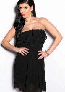 Gaun hitam dengan pakaian di dada