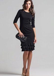 Musta mekko, jossa on hohtaa helmassa