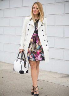 Parit untuk berpakaian dengan skirt separuh