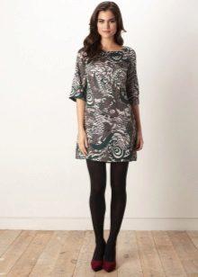 Shift ruha szoros harisnya kombinációban