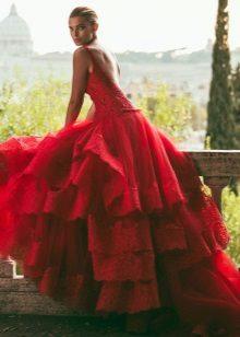 Storslått rød kjole med tog