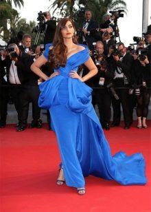 Blue dress na may tren