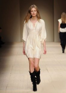 טוניקה השמלה בתערוכת אופנה