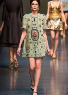 טוניקה ירוקה בתצוגת אופנה