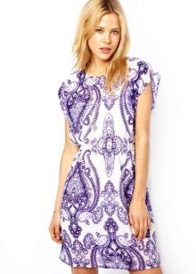 Tunic dress na may print