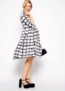 Карирана рокля за бременна