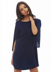 Dress with wide sleeves for figure type Pear