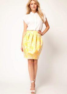 Kjole med indsnævret nederdel til en rektangel type figur