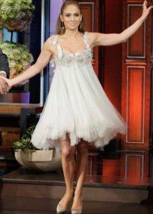 Hvit kjole med høy midje