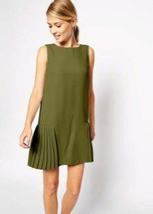 השמלה עם חצאית בצד מקופל