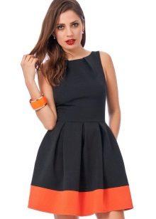 השמלה עם חצאית קפלים
