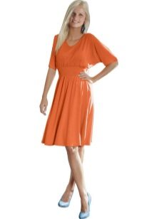 Orange flared flaggermus kjole