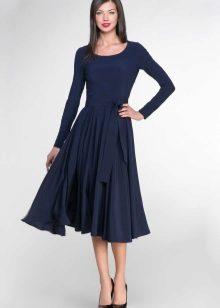 Flared navy midi lengde kjoler
