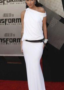 Valkoinen neulottu mekko