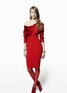 Punainen neulo lyhyt mekko