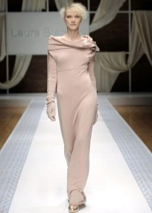 Neulottu mekko pitkä