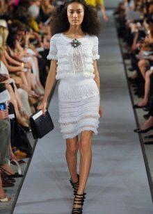 Baltas megztas pavasario suknelė