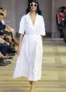 Spring dress na may tatlong-quarter sleeves