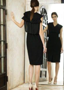 Kasdienė suknelė yra juoda