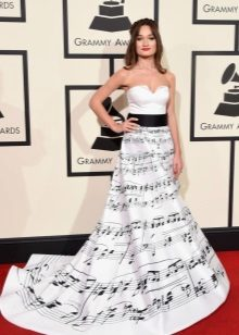 Pavasario suknelė su kilimu iš kilimo