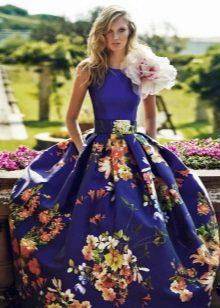 Bolyhos ruha virágszövetvel