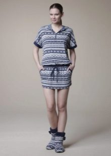 Korte zelfgemaakte jurk-tuniek