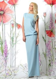 Трикотажната рокля лятото до пода