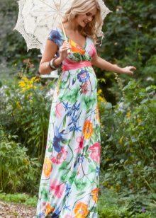 Vestido de verão para mulheres grávidas com uma impressão