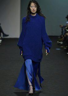 Őszi ruha a padlóra pulóverrel