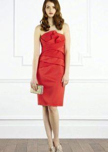 Червена рокля с драперия