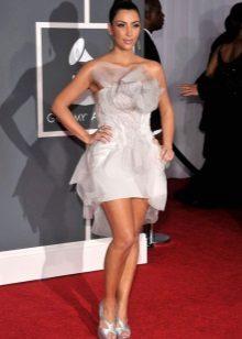 סנדלים כסופים לשמלה קצרה