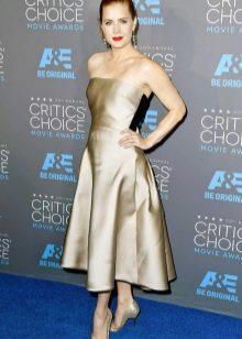 שמלת בז 'עם חצאית חצי אמצע