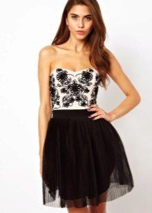 Къса черно-бяла рокля на банда