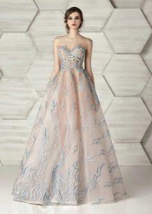 Kveldsstroppeløs kjole av Eleonor Couture