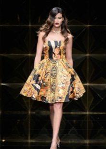Stroppløs kort myk kjole