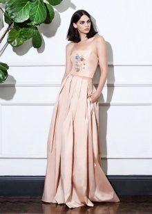 A-line beige stroppeløs kjole