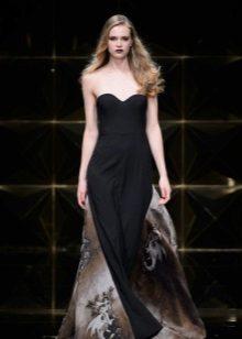 A-line stroppløs svart kjole