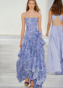 Hvit og blå stroppeløs kjole
