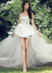 Stroppløs kort brudekjole med en løkke