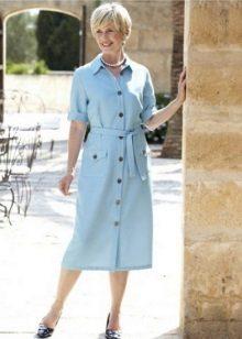 Casual pukeutumispuku, jossa on sininen väri
