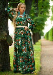 Selendang berpakaian hijau