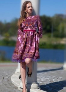 Pakaian pesta selendang ungu